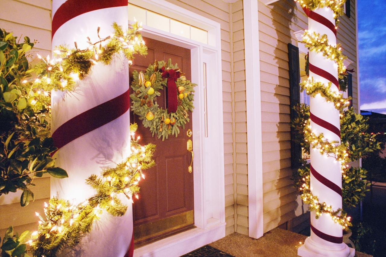 christmas lights decorating columns in front of house - Christmas Column Decorations